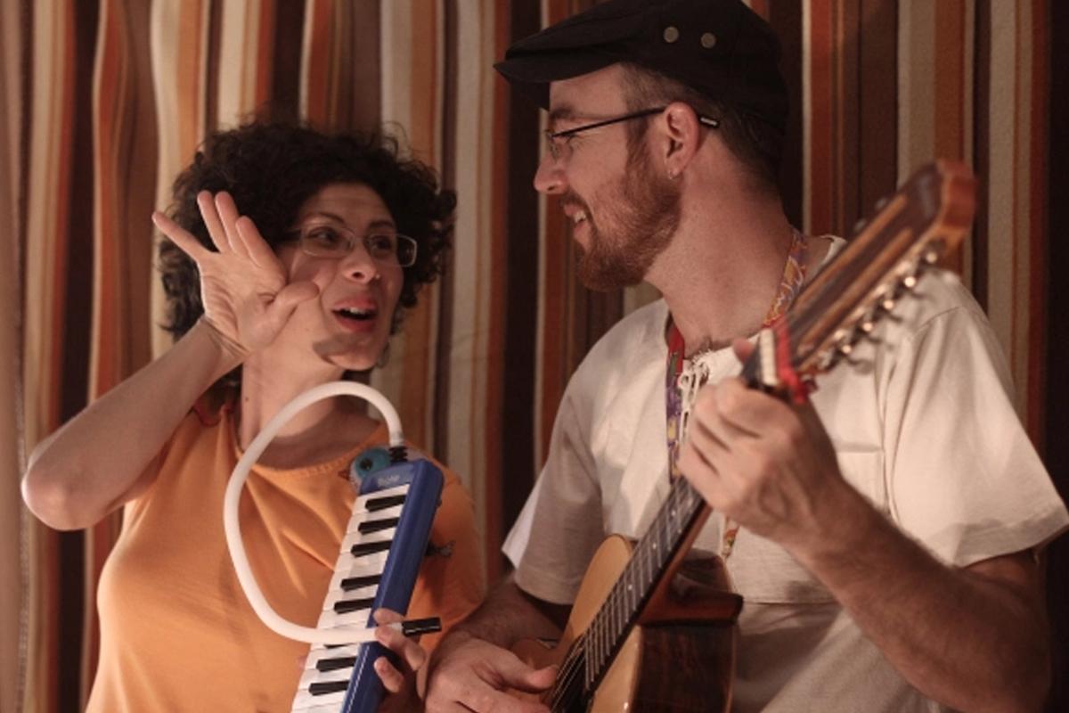 Cia Mafagafos apresenta Histórias no Rádio
